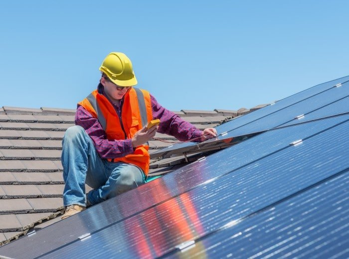 worker-and-solar-panels-465047912