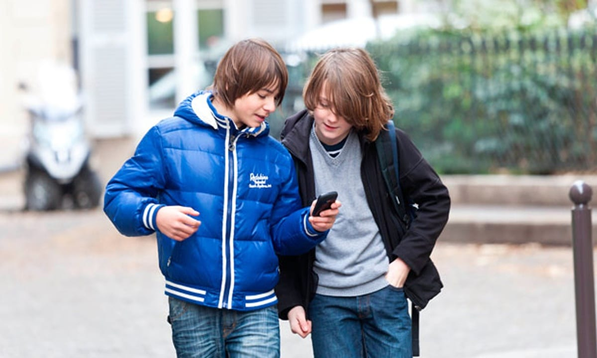 Young-boys-using-mobile-p-011